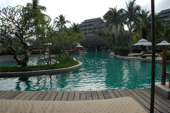 Hilton Sanya Yalong Bay Resort & Spa: From gorgeous cabana overlooking the lagoon pool