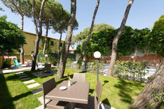 Hotel Milton: giardino esterno