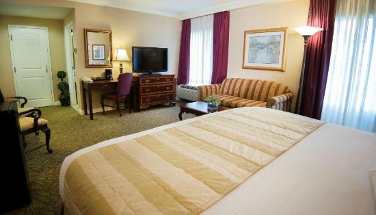 The Wilshire Grand Hotel: King Bedded Room