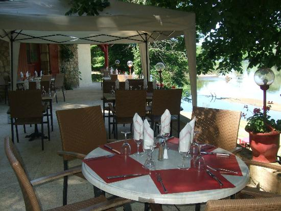 view of the terrace & Dordogne from La Maison du Passeur