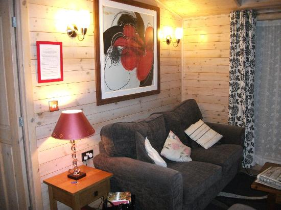Belan Bach Lodges: comfy lounge