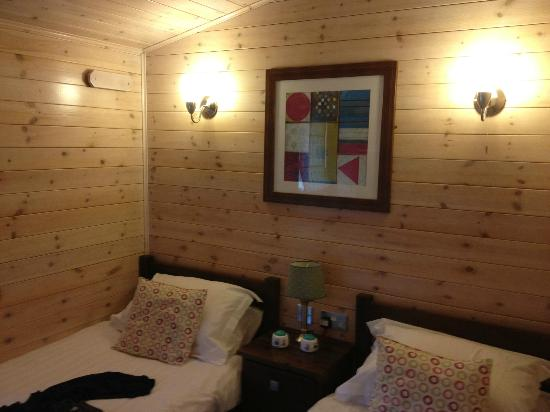 Belan Bach Lodges: Good sized rooms