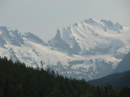 sea to sky highway tantalus view point snowy mountains