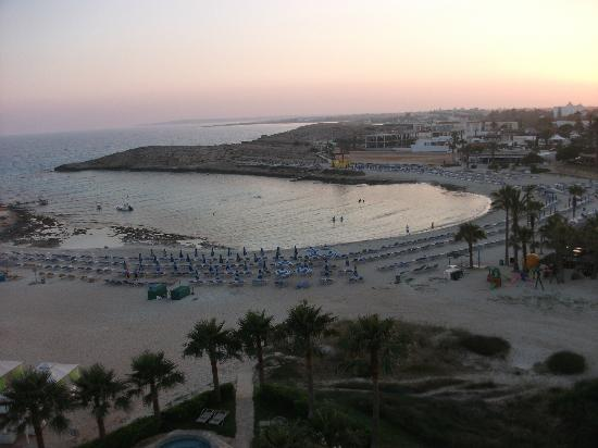 Tasia Maris Sands Beach Hotel: Panoramicview from our room in evening