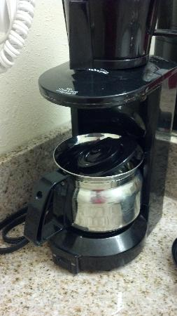 Richmond Magnuson Grand Hotel: Scary in-room coffee pot