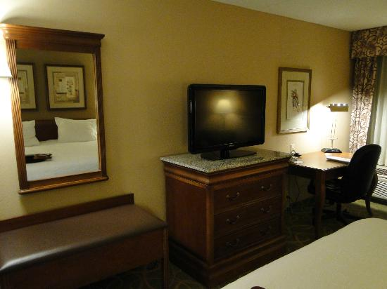 Hampton Inn Hartford / Airport: Big LCD TV