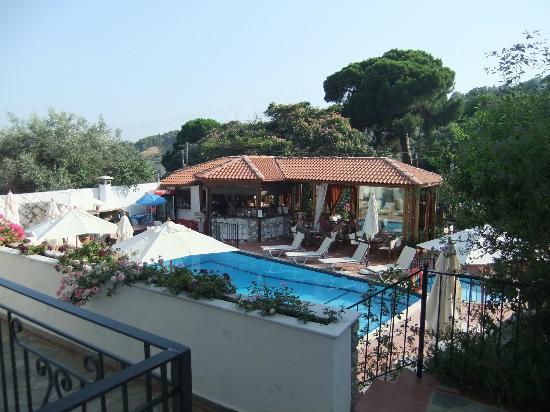 Filokalia Apartments: The pool and bar area