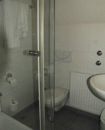 Ulm, Hotel Neuthor, bathroom