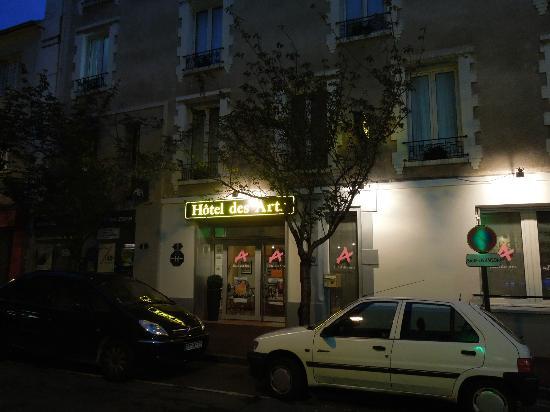 Hotel Des Arts: Hotel entrance