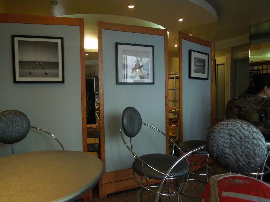 Hotel Des Arts : Sitting room
