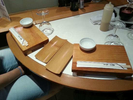 Le Sushi Bar : Table (and weird mustard mayo)