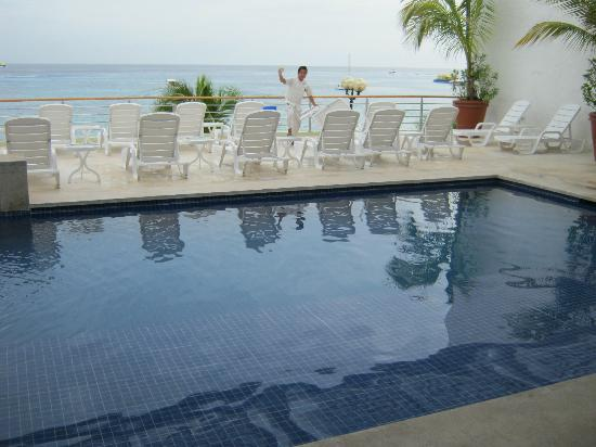 Suites Bahia: The pool we were forced to walk by every day after breakfast....haha