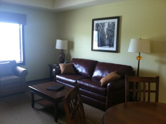 Tamarack Club: living room area
