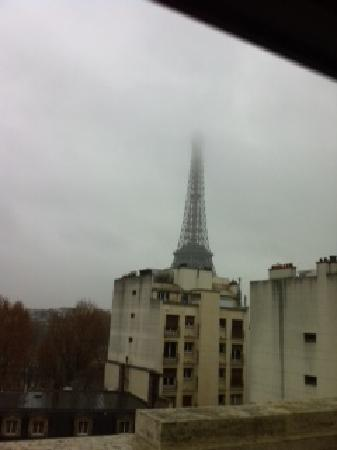 Shangri-La Hotel Paris: heres your view sir, 1000 bucks please