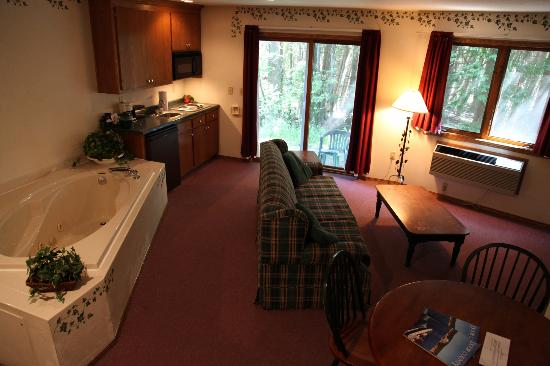 Baileys Harbor Ridges Resort: Lodge Room #1 (adjoins with Room #7)