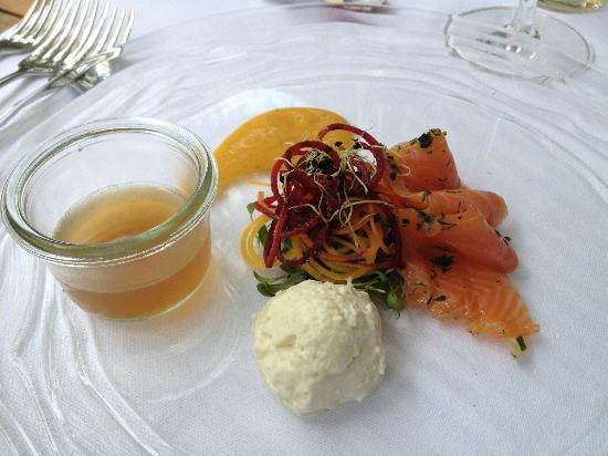Restaurant Essort : Graved Lax mit Gazpacho Jelly