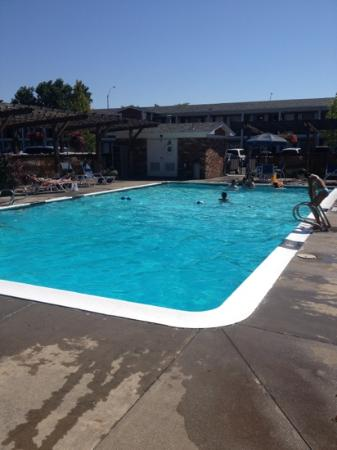 Best Western Horizon Inn: Large pool was very clean and great fun for our three kids.