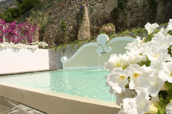 Albergo Punta Regina: The pool