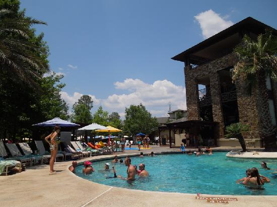 The Woodlands Dining Room at The Woodlands Resort: Pool View