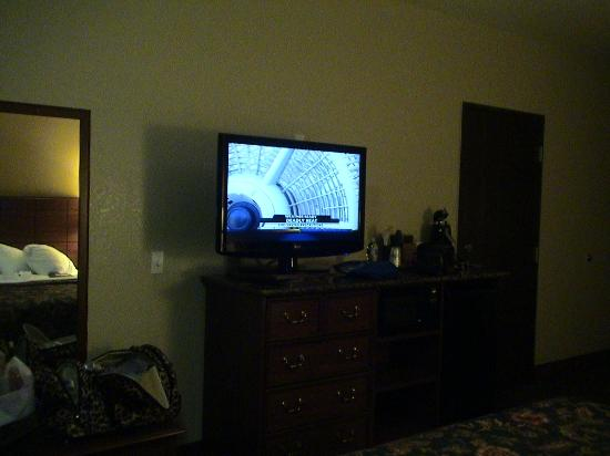 Best Western Plus Yukon: showing size of flat screen tv could be seen from any angle in room