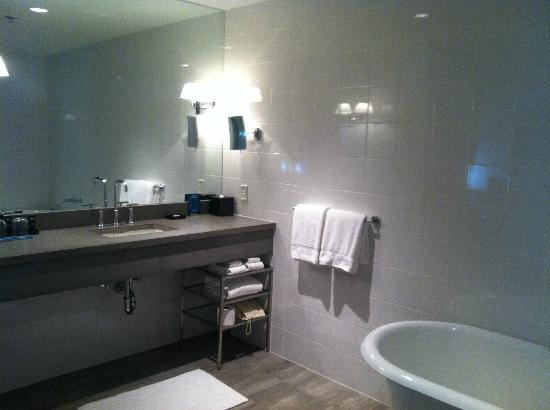 Kimpton Lorien Hotel & Spa: Bathroom