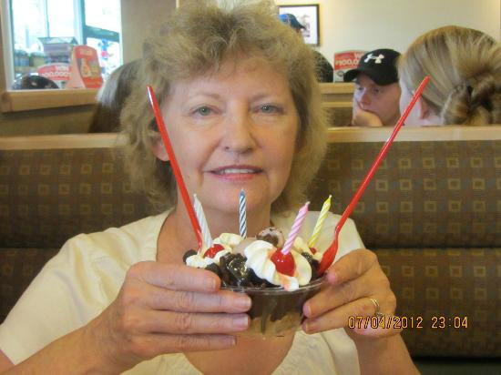 Dairy Queen Chill and Grill: Shirley at DQ. It was wonderful!!!!!!!
