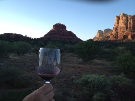 Cozy Cactus Bed and Breakfast: Wine and a View.....life is good!