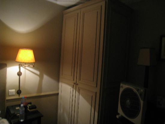 Hotel Saint Thomas D'Aquin : Closet
