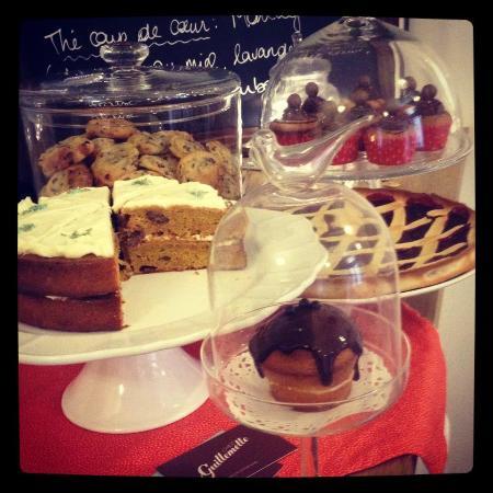Chez Guillemette: Comptoir à gâteaux