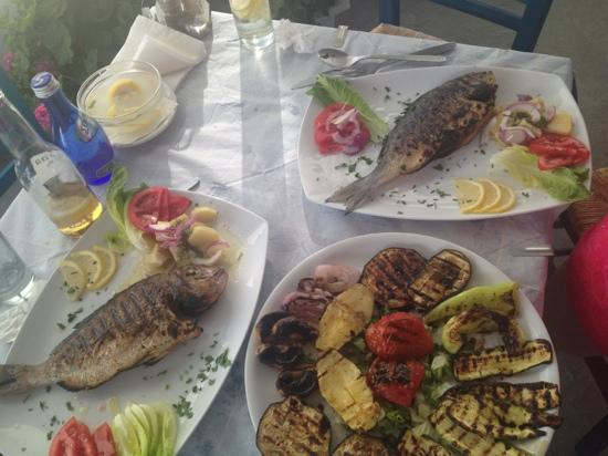 Estia Traditional Grill House: grilled fishes and vegetable