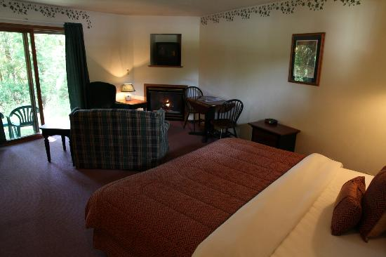Baileys Harbor Ridges Resort: Lodge Deluxe Room