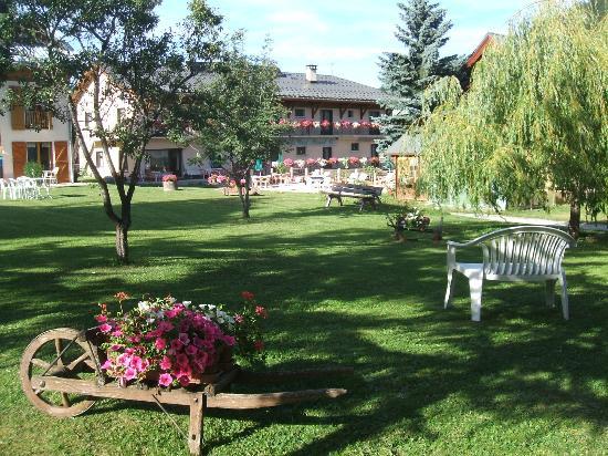 Hôtel du Crêt Rond : Parc de l'hôtel