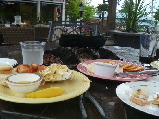 Great Northern Garlic Company : Crab, outside patio