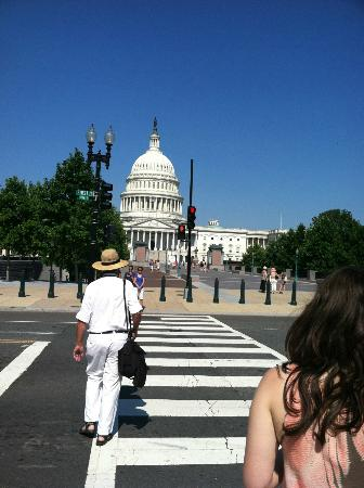 iGuide Tours : Walking with Rob to the Capitol
