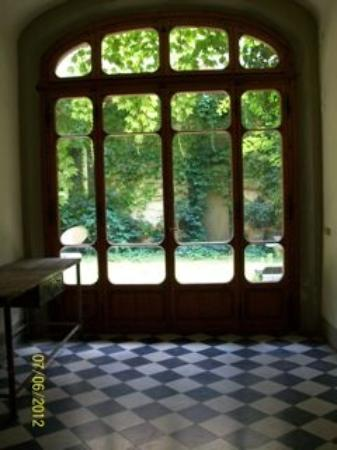 Le Tre Stanze: view from corridor into garden area