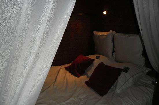 Hotel De Stokerij: Droombedje