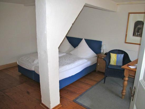 Pension St. Nikolai: Bed and timbers