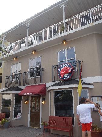 Fins Fish House & Raw Bar: fin's