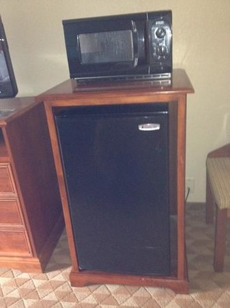 Best Western Dutch Valley Inn: Microwave& Fridge