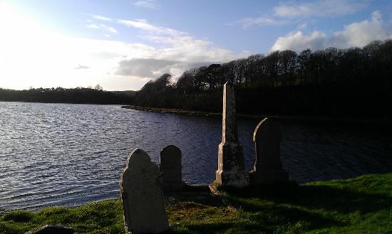 Donegal Town, Ierland: Graves at the mouth of the Eske
