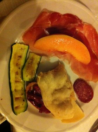 Torano Nuovo, Włochy: wonderful antipasto, great way to begin a relaxing holiday in Abruzzo. Lovely Agriturismo, perfe