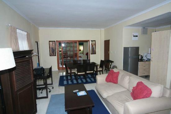 Kleinbosch Lodge: Sicht vom Eingang in den Wohnbereich