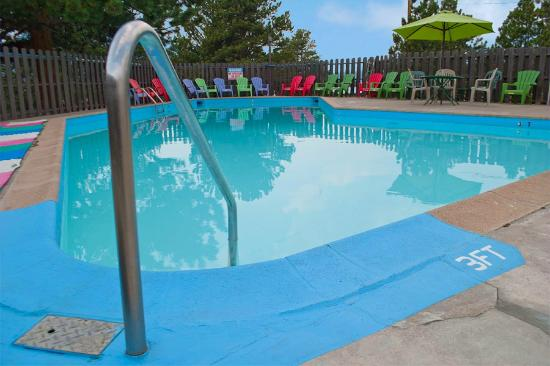 Hotel Estes: Enjoy a refreshing dip in our pool and then relax in our hottub!