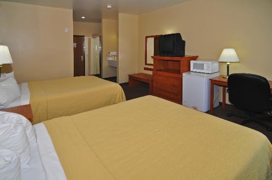 Quality Inn: Room with 2 queen Beds