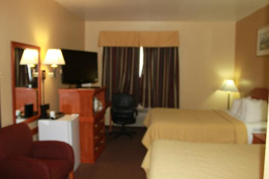 "Quality Inn: Room with 37"" flat screen TV"