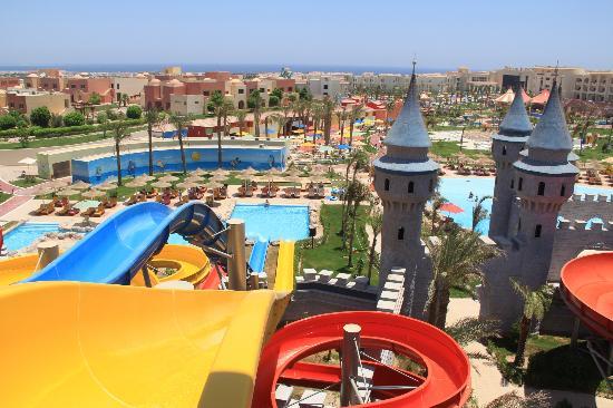 Serenity Fun City Resort: Vue d'ensemble depuis l'aqua-park
