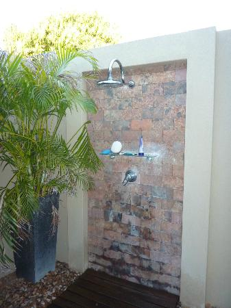 Mantra Frangipani Broome: Outdoor Shower