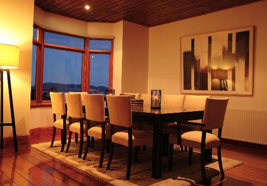 The Peninsula Experience: Peninsula Dining area