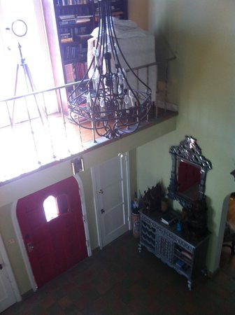 Cinema Suites Bed & Breakfast: View of Private Library and Entry from Grand Staircase 