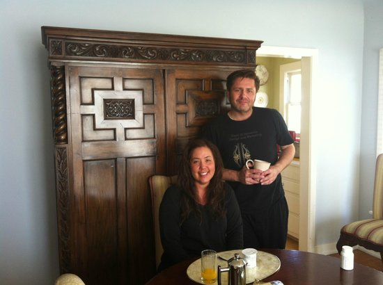 Cinema Suites Bed & Breakfast: Sleepy but Happy on First Morning 